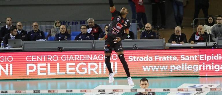 Yoandy Leal do Civitanova enfrenta o Verona pelas quartas-de-final da Superliga Italiana. Foto: Civitanova