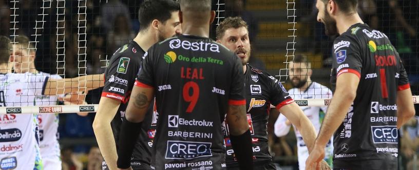 Civitanova de Leal faz partida quatro da semi e fica a uma vitória da final da Superliga Italiana. Foto: Civitanova