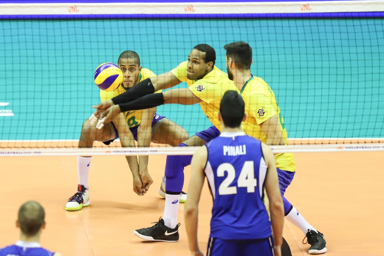 Seleção Brasileira de Yoandy Leal enfrenta a Polônia na Fase Final da Liga das Nações. Foto: CBV